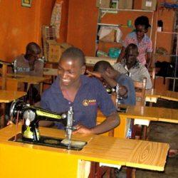 IMG_6843 Kiwanga naaimachines met Kinderen a